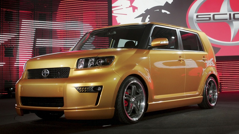 http://img3.looper.com/img/gallery/worst-cars-driven-by-famous-people/tom-hanks-scion-xb.jpg