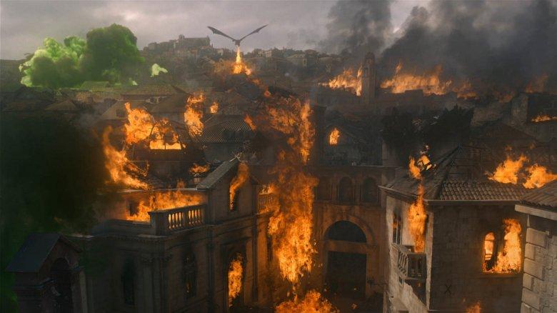 "King's Landing burning in ""The Last War"""