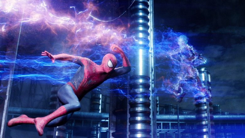 Andrew Garfield as Spider-Man fighting Jamie Foxx as Electro in Amazing Spider-Man 2