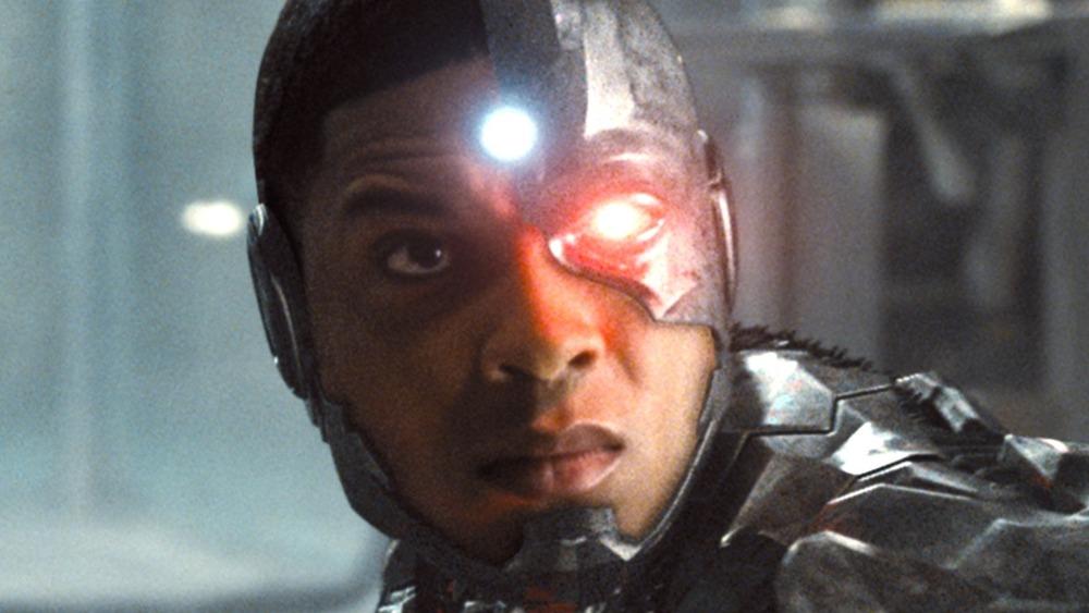 How The Snyder Cut Shows Batman Should Fear Cyborg