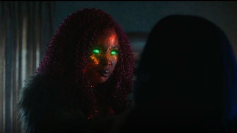 Anna Diop as Koriand'r trying to kill Raven