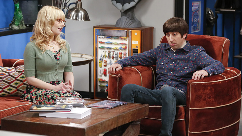 Bernadette and Howard in The Big Bang Theory