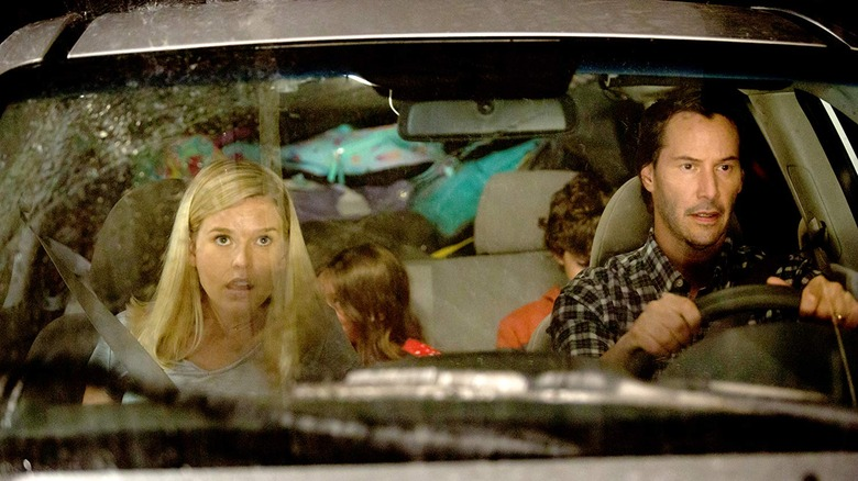 Keanu Reeves and Alice Eve as William Foster and Mona Foster in Replicas